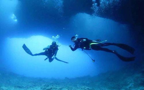 """凌秀户外  凌秀潜水俱乐部是一家提供个性化潜水培训、潜水旅游、进口潜水器材(装备)销售、以及企业拓展培训的综合性潜水旅游俱乐部。俱乐部位于济宁体育中心游泳跳水馆,水深6米,可提供专业潜水培训服务。俱乐部的教练团队由专业潜水组织SSl大中华区创始人,""""亚洲自由潜水之父""""潘文斯先生领衔并亲临指导授课。凌秀潜水致力于为会员提供最专业、最安全的高品质潜水培训服务以及倾力打造的国外潜水旅游体验。"""